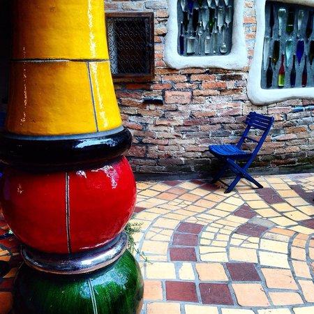 Hundertwasserhaus: The details