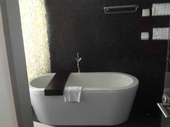 Iberostar Grand Hotel Budapest: Enorme bañera, hace falta?