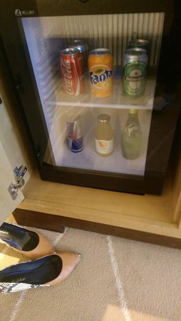Holiday Inn Macao Cotai Central: drink , need charge