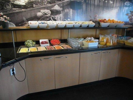 Bastion Hotel Amsterdam Amstel: Buffet petit déjeuner 3