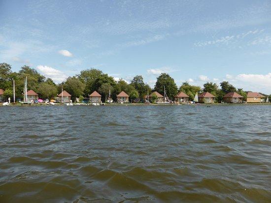 La Paillotte: Emplacements vue du lac