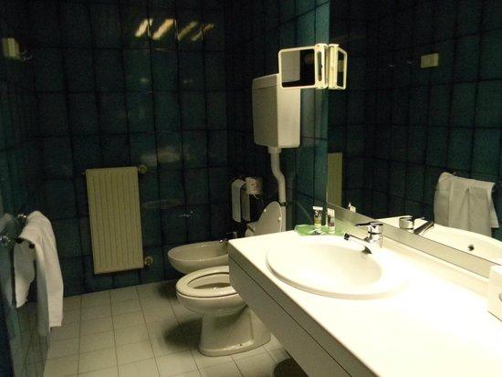 Mercure Bologna Centro: bathroom