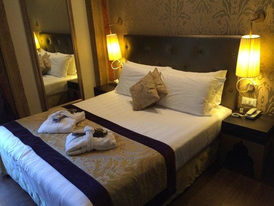 Arcadia Boutique Hotel: Bed!!