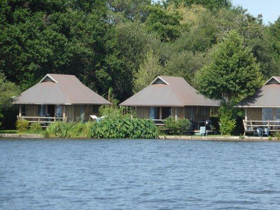 La Paillotte: Lodge vue du lac
