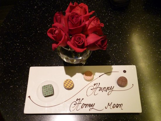 Hansar Bangkok Hotel: The roses were a nice touch