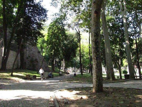 Gulhane Park: empty flowerbeds