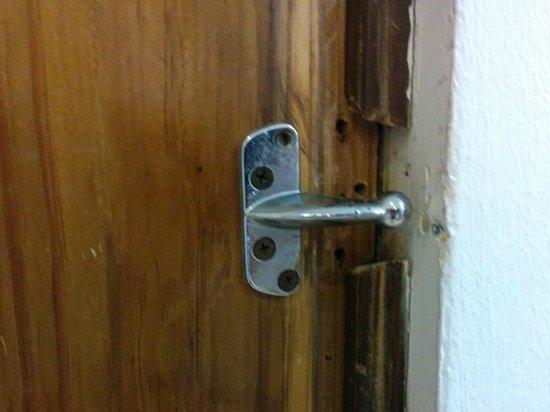 Be Live Experience Hamaca Suites : Door Lock