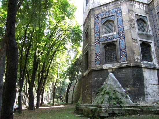 Gulhane Park: Back side of old building, part of the Top Kapi palace