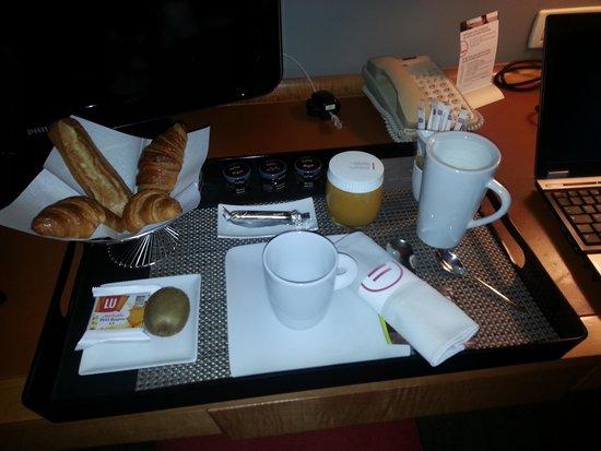 Pullman Paris La Defense: Petit déjeuner en chambre
