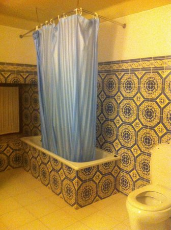 Casa de Sao Roque: Tiles! And spottless clean.