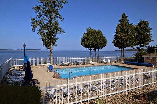 Westwood Shores Waterfront Resort: Outdoor Pool
