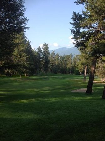 Mountainside Clubhouse: overlooking hole# with the Purcell Mountains in the background......beauty eh!
