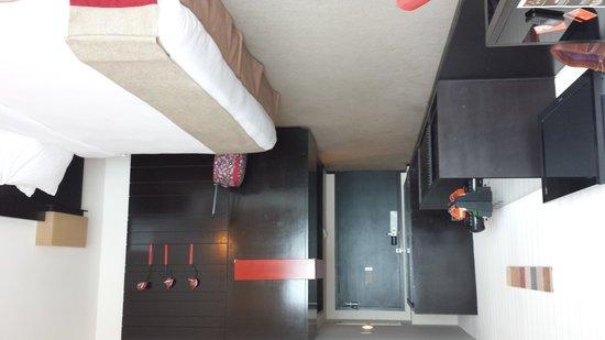 G Hotel Gurney: Room