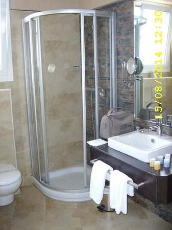 Hotel Codina: douche trop petite