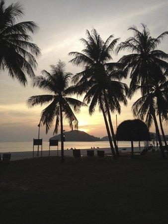 Meritus Pelangi Beach Resort & Spa, Langkawi: Sunset on the beach
