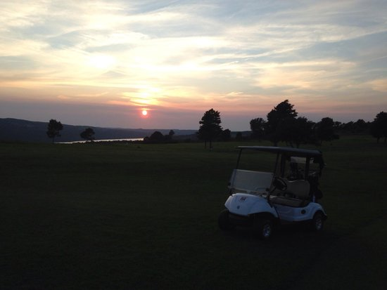 Loft Restaurant at Vesper Hills: Beautiful view of the sunset near the clubhouse and restaurant!