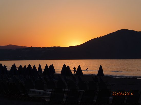 Happy Days Hotel and Bungalows: Silver beach sunset