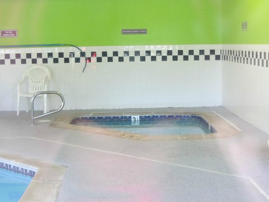 Quality Inn & Suites Denver Airport Gateway Park: hot tub