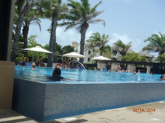 Hard Rock Hotel & Casino Punta Cana: Adult pool - no kids allowed