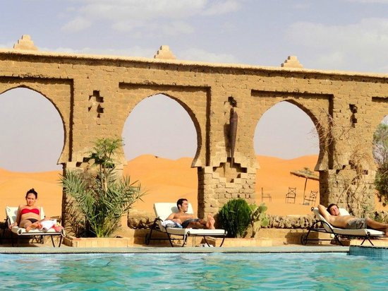 Morocco Key Travel : pool in the desert