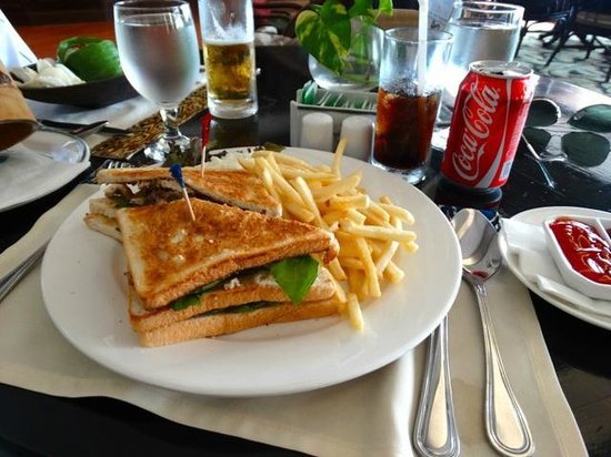 Damai Beach Resort: restaurant