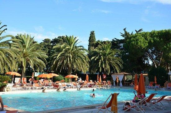 Hotel Oasis: piscina de tarde