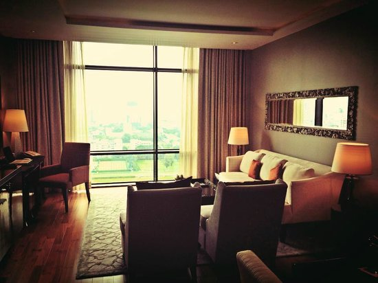 The St. Regis Bangkok: Luxurious and plush rooms