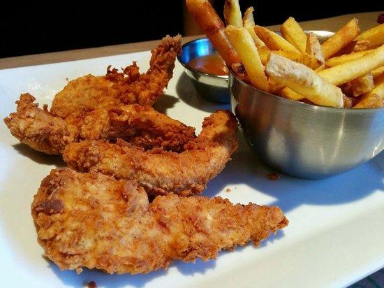 Jack Astor's Bar & Grill : Chicken Fingers & Fries