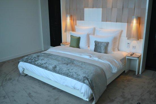 Meliá Vienna: herrlich großes und bequem hartes Bett
