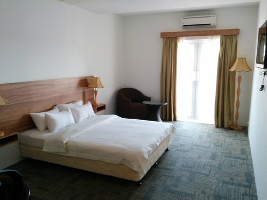 Prima Hotel Melaka: How delux room looks like. 30sq. spacious and bigger than standard