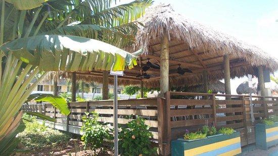 Outrigger Beach Resort: Tropical deck