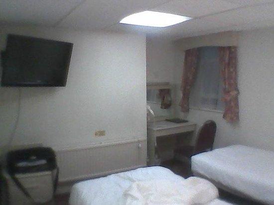 Bayswater Inn: Chambre au sous-sol