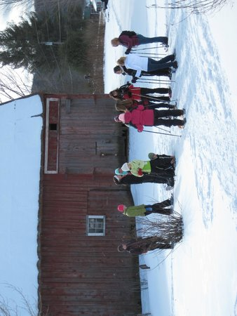 Maple House Bed & Breakfast: Mom and Daughters snow shoe get-away group heads out.