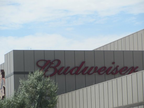 Budweiser Brewery Tours: outside of building