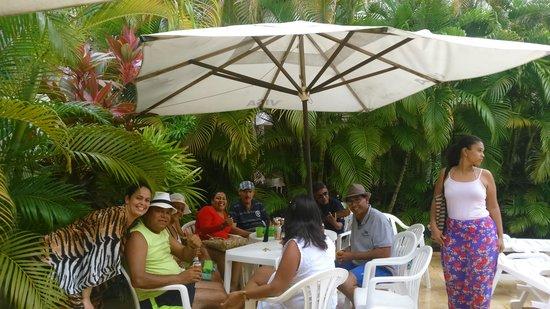 Final de semana no Hotel Eco Atlântico à beira da piscina