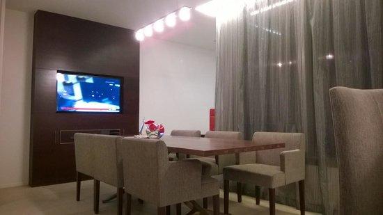 Pullman Saigon Centre : Living/Dining Room