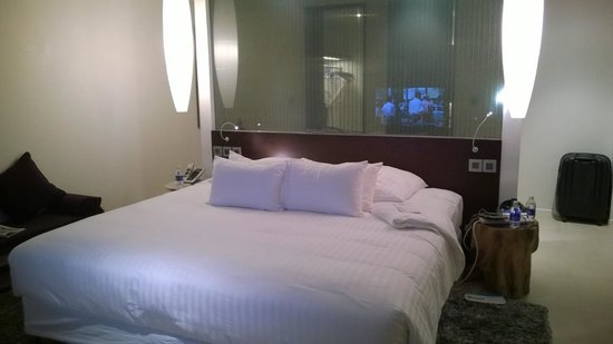 Pullman Saigon Centre: The comfortable king sized bed