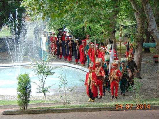 Military Museum (Asker Muzesi): The army band entering