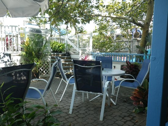 Plim Plaza Hotel: Outdoor deck