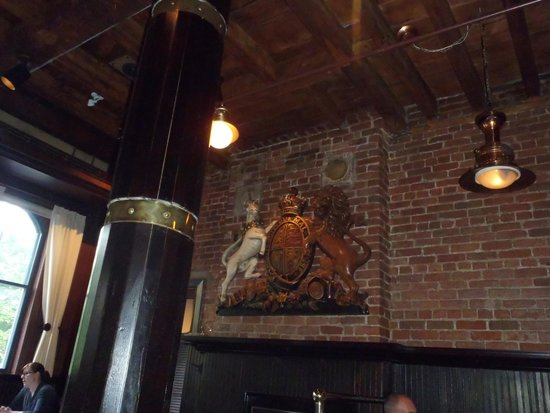 The Five Fishermen (upstairs only): Superb decoration