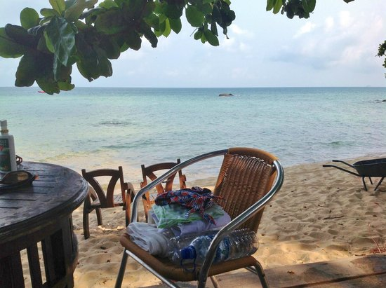 Melina Beach Resort Pulau Tioman Malaysia: The view that greeted us every morning!