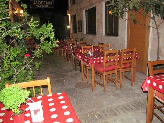 Imogen's Inn Taverna: Outside dining area