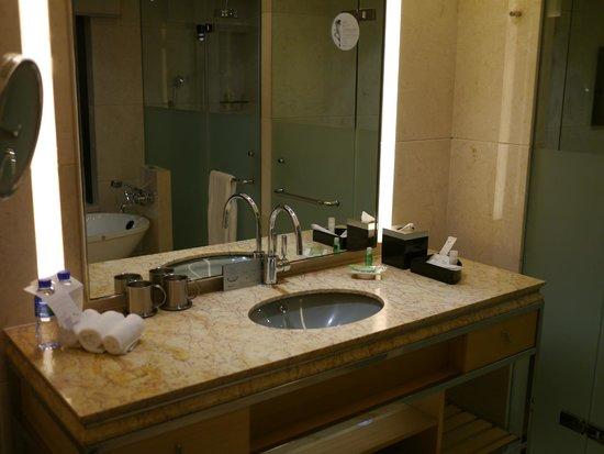 The Westin Bund Center Shanghai: 浴室