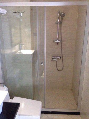 CityBay Palace Hotel : Salle de bain