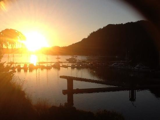 Poets Cove Resort & Spa : The sunset from the honeymoon suite