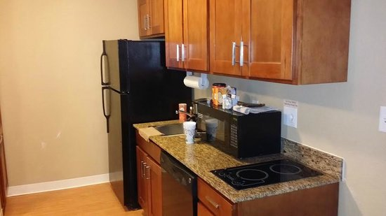 Candlewood Suites Tallahassee: 1 bedroom suite kitchen