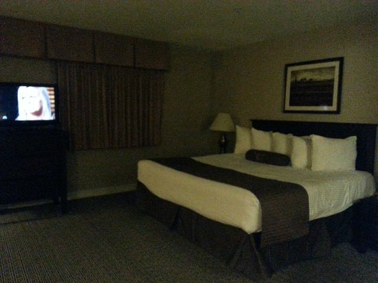 Tuscany Suites & Casino : King Size Bed