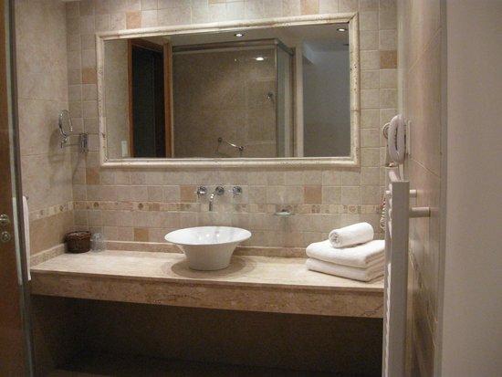 Hotel Piren: Baño suite Senior
