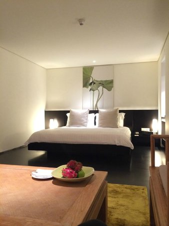 COMO Metropolitan Bangkok: Nice cozy beds - with bugs I suspect