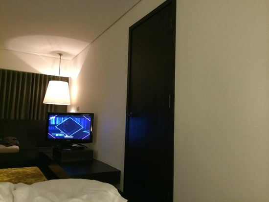 COMO Metropolitan Bangkok : Don't choose a connected room, the sound proof is bad and you can hear what your next door clear